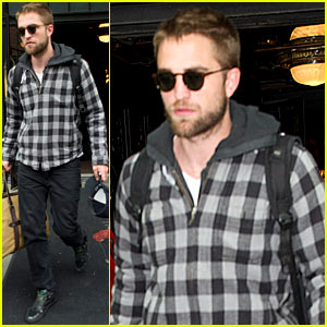 Robert Pattinson: Hotel Check-Out!