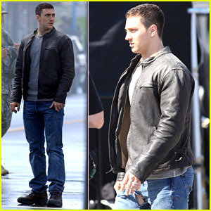 Aaron Taylor-Johnson Rips Crotch in Jeans on 'Godzilla' Set