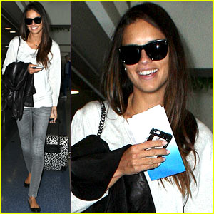 Adriana Lima Heads to New York City After Delayed Flight!