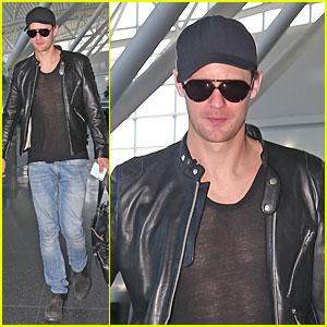 Alexander Skarsgard: JFK Airport Departure After Met Ball!