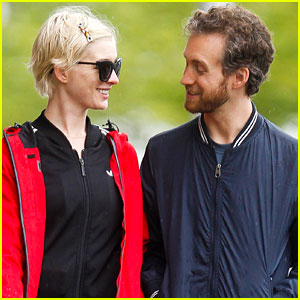 Anne Hathaway & Adam Shulman: Rainy Brooklyn Dog Walk
