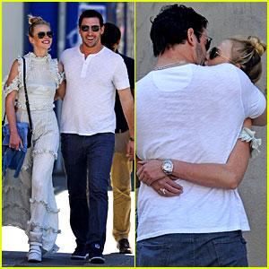 Anne V & Matt Harvey Share Romantic Kiss on NYC Stroll!
