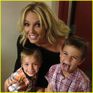 Britney Spears: Mother's Day with The Boys!