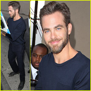 Chris Pine Confirms Single Status, Talks Ideal Woman