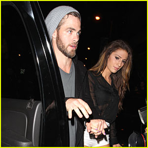Chris Pine Holds Hands with Amanda Frances at Bootsy Bellows!