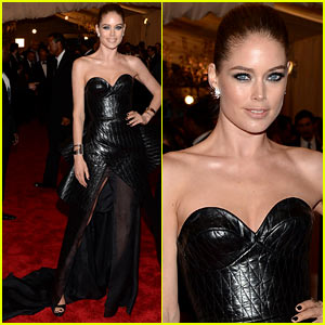 Doutzen Kroes - Met Ball 2013 Red Carpet