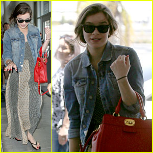 Hailee Steinfeld: Dallas Bound with Taylor Swift!