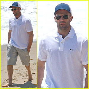 Jason Statham: Memorial Day Beach Stroll!