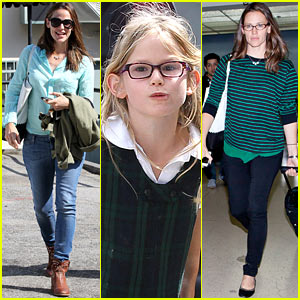 jennifer-garner-busy-week-with-violet.jpg