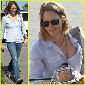 Jodie Foster Stocks Up for Memorial Day Weekend!