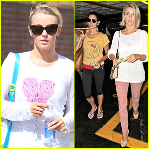 Julianne Hough & Ashley Greene: Nail Salon Bonding Gals!