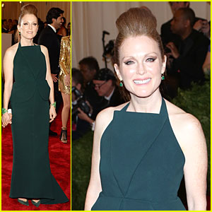 Julianne Moore - Met Ball 2013 Red Carpet