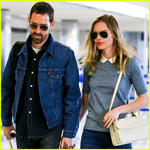 Kate Bosworth & Michael Polish Hold Hands Before Flight