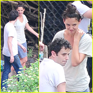 Katie Holmes & Luke Kirby: T-Shirt Co-Stars on 'Mania Days' Set!