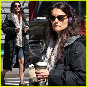 Katie Holmes: Music & Coffee on 'Mania Days' Set!
