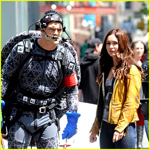 Megan Fox & Alan Ritchson Hold Hands on 'Ninja Turtles' Set
