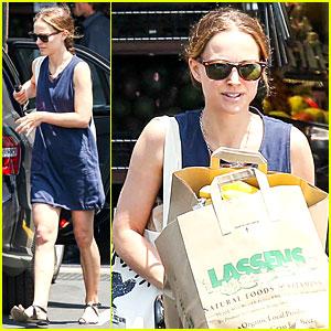 Natalie Portman: Lassen's Natural Foods & Vitamins Stop!