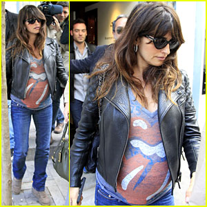 Penelope Cruz: Rolling Stones Baby Bump in Madrid!
