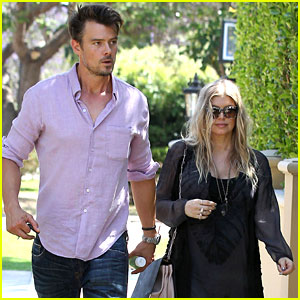 Pregnant Fergie & Josh Duhamel: House Hunting!