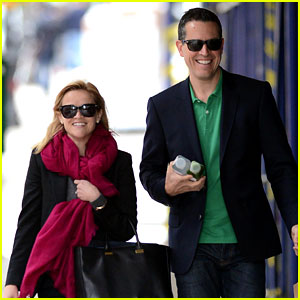 Reese Witherspoon & Jim Toth: Breakfast Smiles!