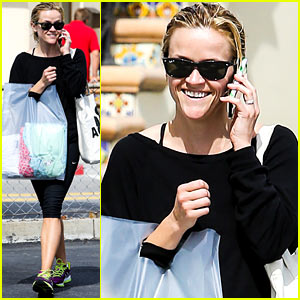Reese Witherspoon: Thursday Morning Shoppin' & Chattin'!