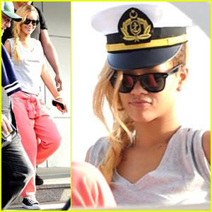 Rihanna: Captain's Hat on Istanbul Yacht Cruise!