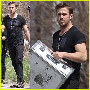 Ryan Gosling: Bulging Biceps on 'How to Catch a Monster' Set!