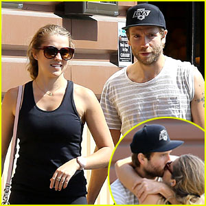 Teresa Palmer & Mark Webber: Kiss Kiss Grocery Shopping!