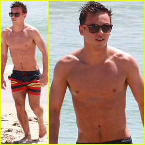 Tom Daley: Shirtless Beach Boy Before Diving World Series!