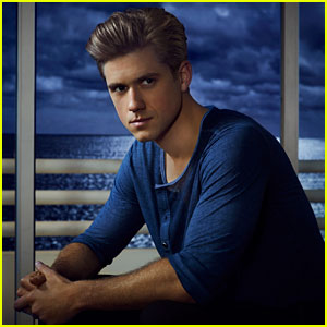 Aaron Tveit Opens Up About Transitioning from Broadway to 'Graceland' (JJ Interview!)