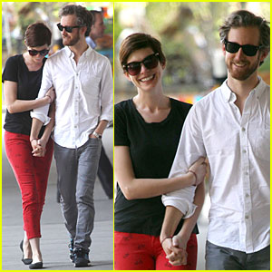 Anne Hathaway: 'The Lifeboat' Star & Producer!