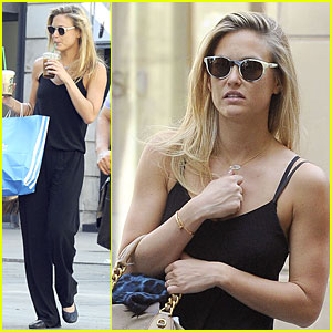 Bar Refaeli: Toned Arms For Madrid Shopping Trip!