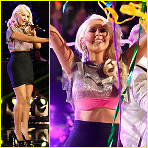 Christina Aguilera & Pitbull: 'The Voice' Finale Performance (Video)