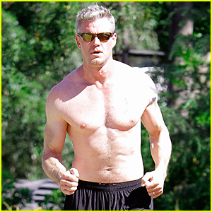 Eric Dane: Shirtless Workout at Coldwater Canyon Park!