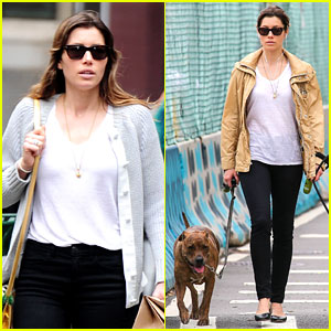 Jessica Biel: Hudson River Dog Walk!