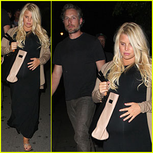 Jessica Simpson & Eric Johnson: Bowling Alley Fun with Mom Tina!