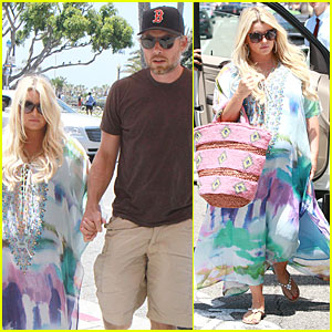 Jessica Simpson & Eric Johnson Hold Hands For Maxwell-Less Lunch!
