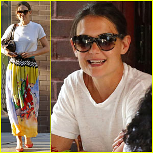 Katie Holmes Lunches on New York City's Upper East Side!