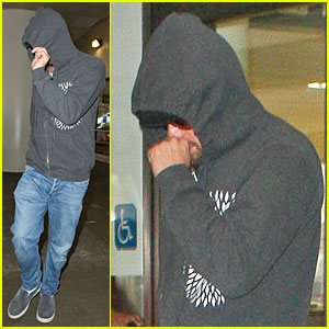 Leonardo DiCaprio: LAX Landing After French Open