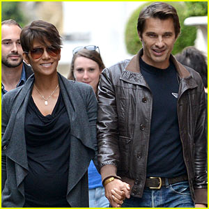 Pregnant Halle Berry & Olivier Martinez Hold Hands in Paris