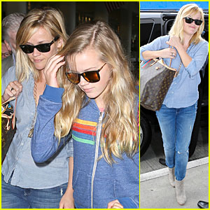 Reese Witherspoon: LAX Departure for Father's Day Weekend!