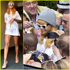 Rihanna: Swarmed By Fans at Antwerp Hotel