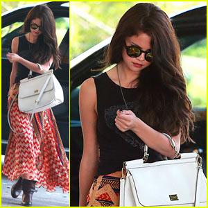 Selena Gomez: Beauty Salon Visit!
