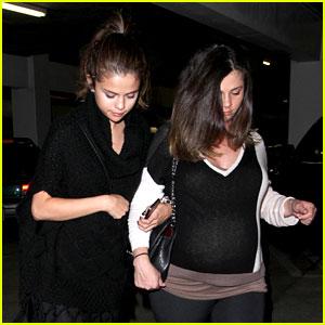 Selena Gomez: Movie Date with Pregnant Mom Mandy!