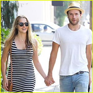 Teresa Palmer & Mark Webber Hold Hands After Spa Visit!