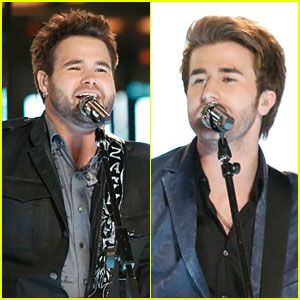 The Swon Brothers & Amber Carrington: 'The Voice' Finale Performance (Video)