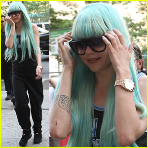 Amanda Bynes Arrives at Court with Blue Hair