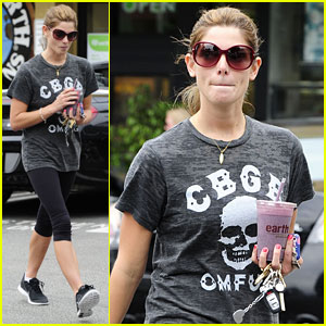 Ashley Greene: Earth Bar Smoothie Stop
