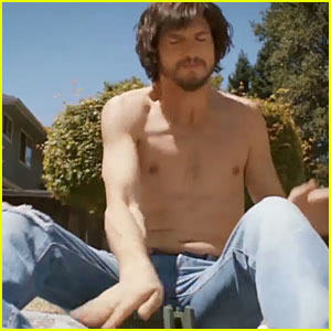 Ashton Kutcher: Shirtless 'Jobs' Instagram Trailer – Watch ...