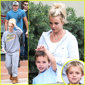 Britney Spears & David Lucado: Errands After Movies with the Boys!